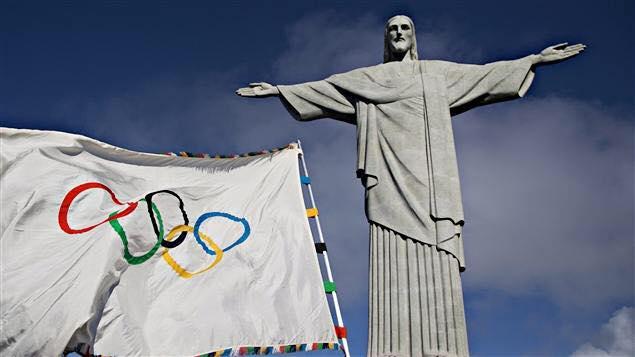 Le drapeau olympique à Rio - Crédit Photo : AP/Felipe Dana