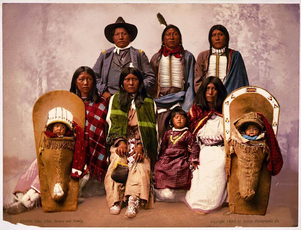 Amérindien Ute Chief Sevara and family. 1899.