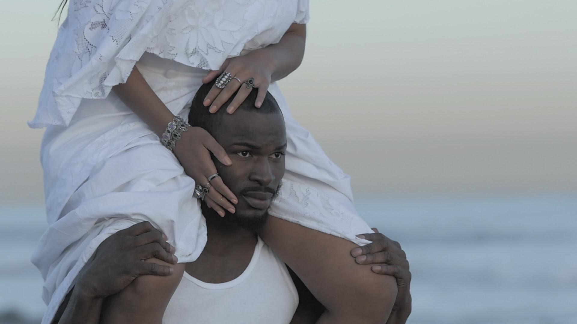 """La chanteuse DORIS présente son clip """"MASQUE BLANC"""""""