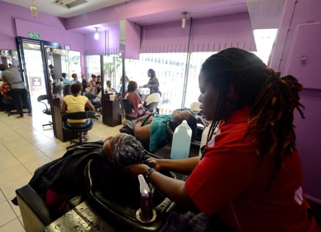 Des produits pour cheveux afros bourrés de substances chimiques toxiques