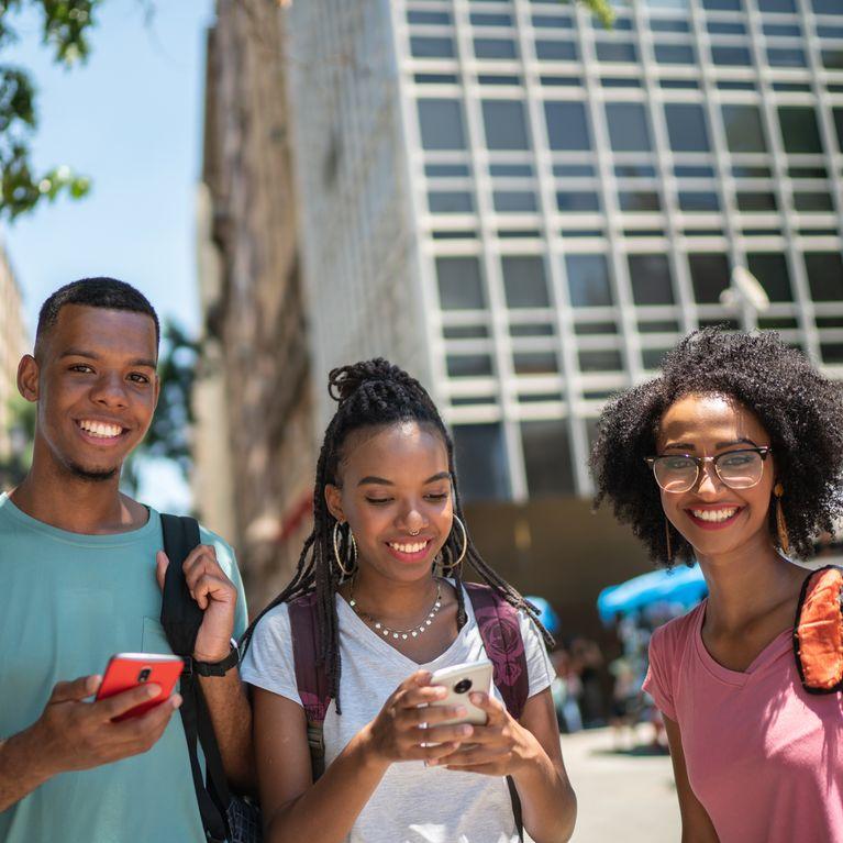 Un lycéen guadeloupéen interdit certaines coiffures afro