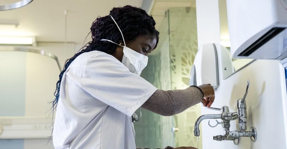 Être infirmière en temps de crise, l'éternel combat