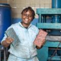 Nzambi Matee transforme les déchets en briques bio ultra résistantes